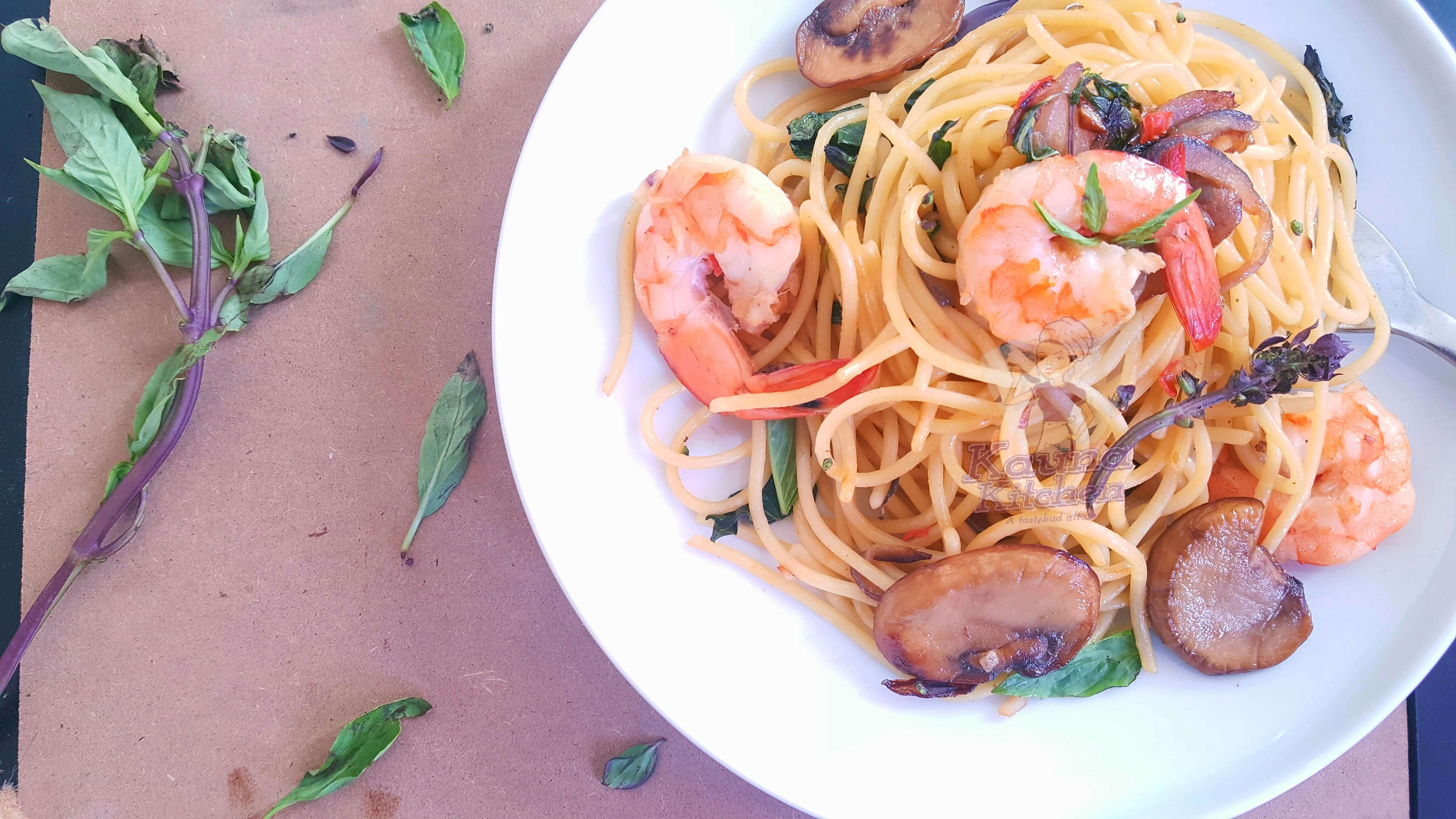 pepper garlic shrimps & scentleaf spaghetti